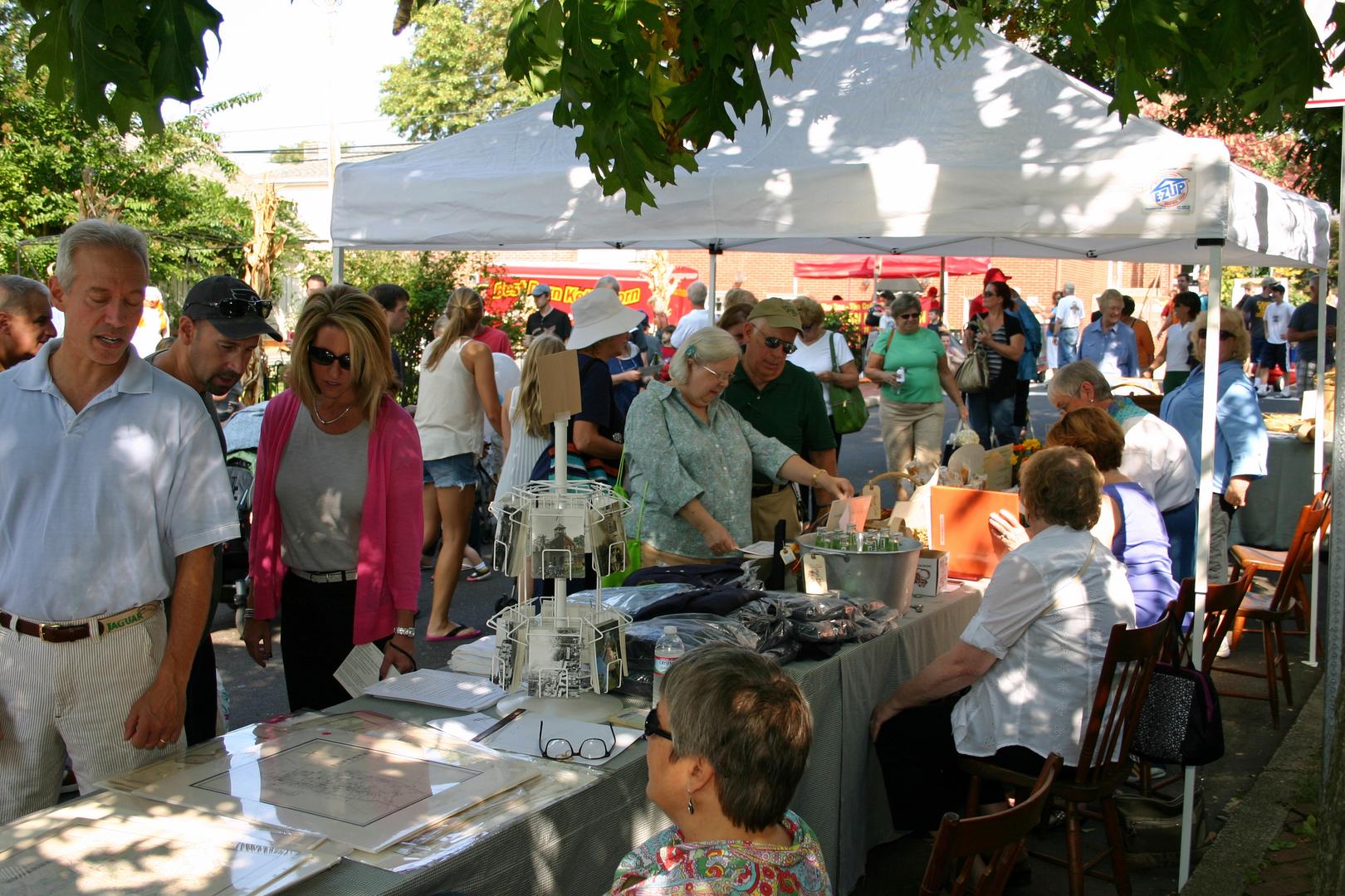 Market Day in Historic Newtown